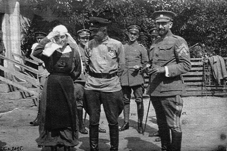 Олександр Натієв (в центрі) та Петро Болбочан (справа), весна 1918 р.