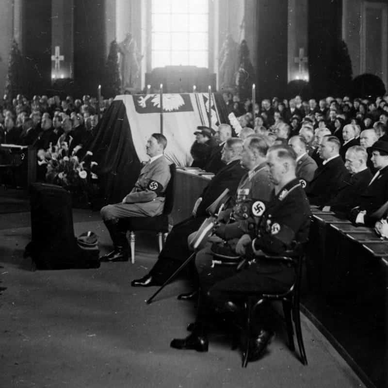 Hitler-na-uroczystosci-w-katedrze-mini