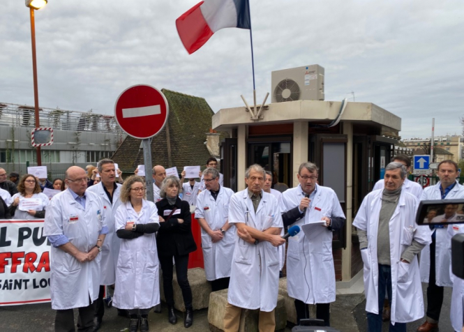 doctors-resign