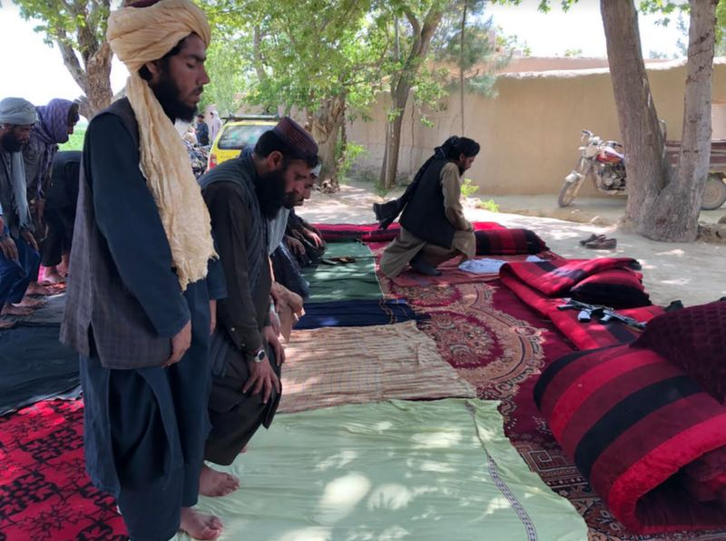 _118013352_talibanfighterspraying