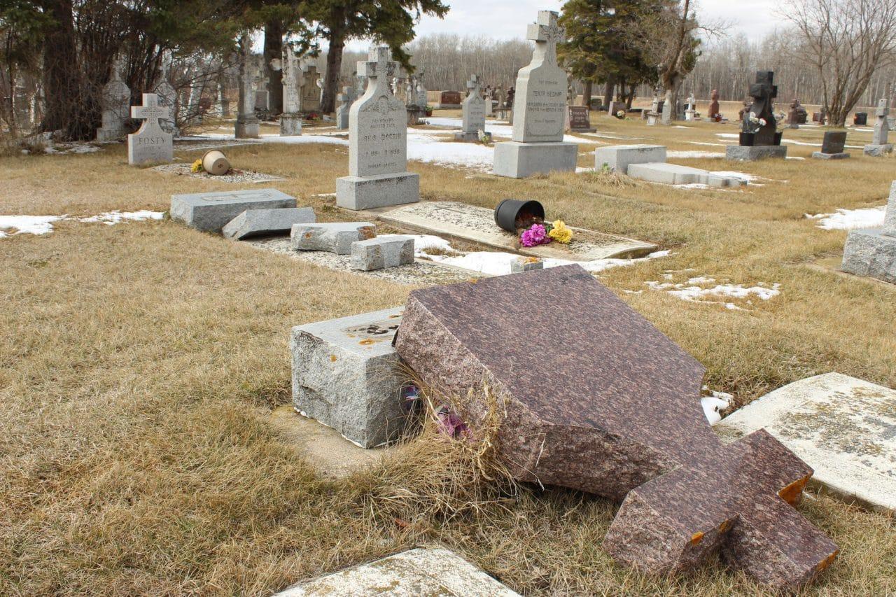 Vita+cemetery+vandalism+1-JRN